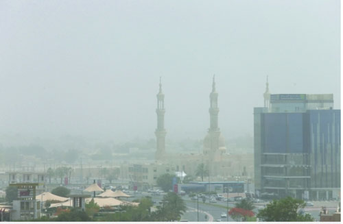 Ras Al Khaimah...NCMS has warned of low horizontal visibility due to dust and sand [Pic Courtesy: Mohammed Hanif/Al Bayan]