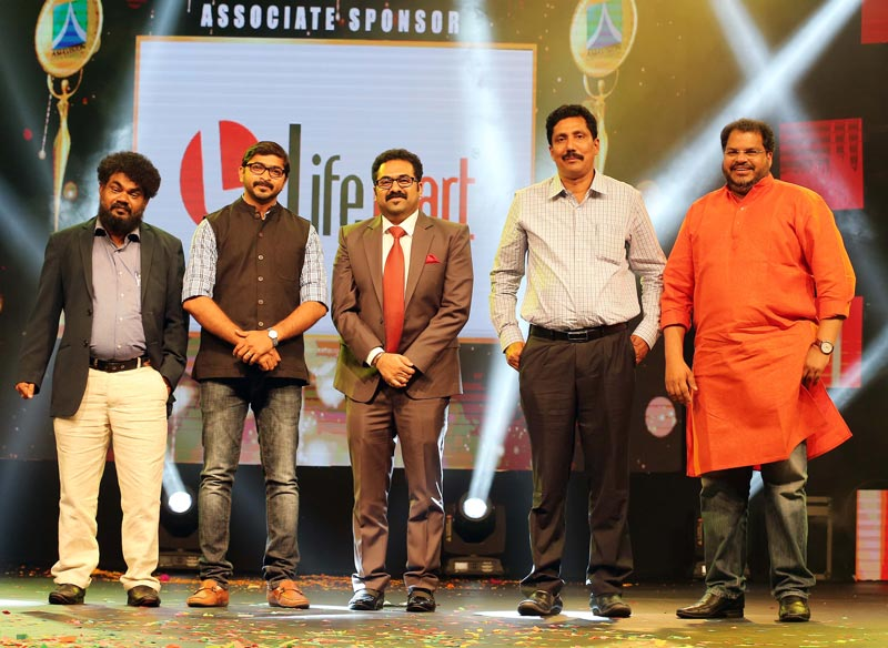 Emirates24|7 staffer V M Sathish (extreme left) has won the Asiavision TV and Radio award  for his TV talk show 'Encounters with VMS' on Darshana TV. Others in the picture are (from left) Iype Vallikadan of Mathrubhumi TV, Elvis Chummar of Jaihind TV, M.C.A. Nasser of MediaOne TV and K K Moideen Koya ofKairali TV. (Supplied)
