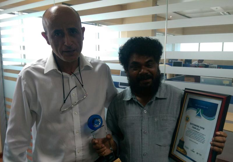Emirates24|7 staffer V M Sathish (right) has won the Asiavision TV and Radio award for his TV talk show 'Encounters with VMS' on Darshana TV. At left is Riyad Mickdady, Editor-in-Chief of Emirates 24/7. (Supplied)