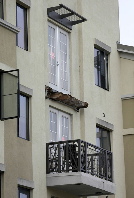 The remaining wood from the Library Gardens apartment building balcony that collapsed is shown in Berkeley, Calif., Wednesday, June 17, 2015. (AP)