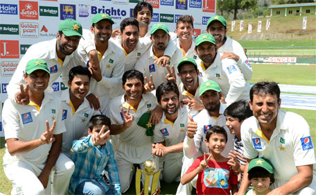 Pakistan cricketers pose after their team's series victory following the third and final Test cricket match between Sri Lanka and Pakistan at The Pallekele International Cricket Stadium in Pallekele on July 7, 2015. (AFP)