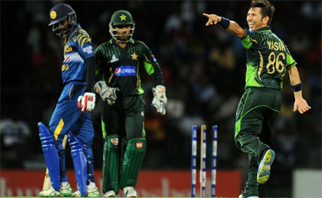 Pakistan bowler Yasir Shah (right) celebrates after dismissing Sri Lankan batsman Upul Tharanga (left) during the third one day international at the R. Premadasa International Cricket Stadium in Colombo on July 19, 2015. (AFP)