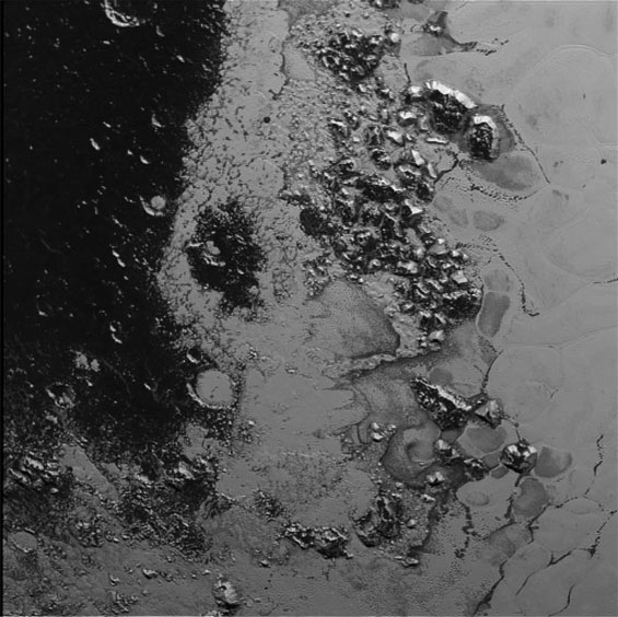 A newly discovered mountain range lies near the southwestern margin of Pluto's Tombaugh Regio (Tombaugh Region). This image was acquired by New Horizons' Long Range Reconnaissance Imager (Lorri) on July 14, 2015 from a distance of 48,000 miles (77,000km) and received on Earth on July 20. Features as small as a half-mile (1km) across are visible.(Nasa)