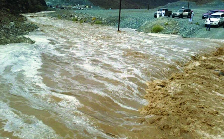 Wadi Al Ajili, south of Ras Al Khaimah, witnessed heavy rains for a second day. (Al Bayan)