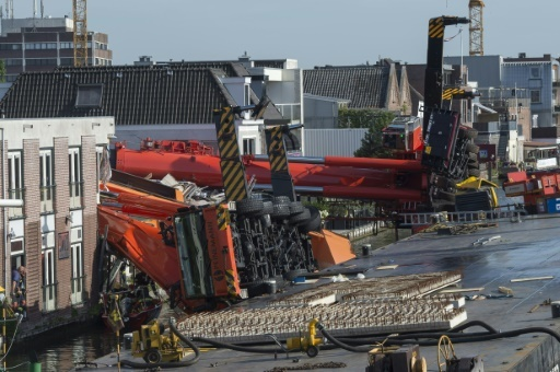 The cranes fell on a second-hand clothing store and another shop selling art and drawing supplies. (AFP)