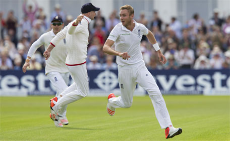 England's Stuart Broad (right) celebrates taking the wicket of  Australia's Steve Smith caught by Joe Root for 0 on the first day of the fourth Ashes Test cricket match between England and Australia at Trent Bridge cricket ground in Nottingham, England, Thursday, Aug. 6, 2015. (AP)