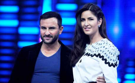 Indian Bollywood actor Saif Ali Khan (L) poses with actress Katrina Kaif during a promotional event ahead of the release of the Hindi Film 'Phantom' in Mumbai late August 11, 2015.  (AFP)