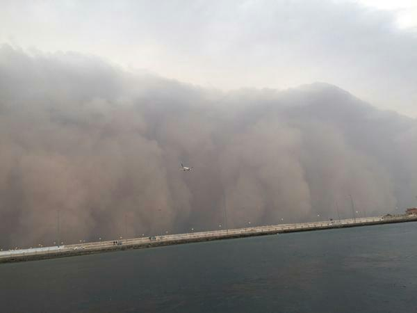 Storm Centre posted these pictures of the sandstorm hitting Jeddah in Saudi Arabia. (Pics: Twitter)