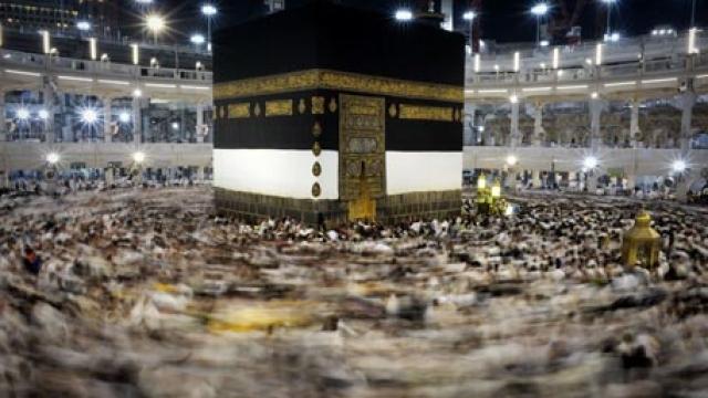 Saudi king orders reopening of Qatar border to pilgrims
