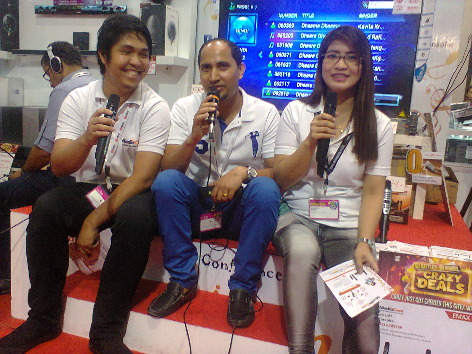 Filipinos, Indians tune in to karaoke stages - Emirates24|7