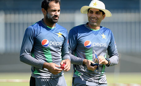 Pakistan captain Misbah-ul-Haq (right) speak with Wahab Riaz during a nets session at Sharjah Cricket Stadium on October 31, 2015 in Sharjah, United Arab Emirates. (Getty Images)