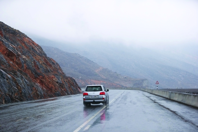 The mountain areas of the UAE are seeing wet weather and low temperatures. (Al Bayan)
