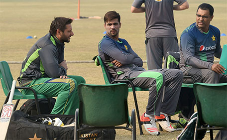 Pakistani cricket coach Waqar Younis (right) chats with cricketers Shahid Afridi (left) and Mohammad Amir during a team practice session at a camp ahead of the New Zealand tour, in Lahore on January 2, 2016. (AFP)