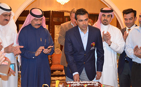 Khurram Khan cutting a special cake during an honouring ceremony by the Dubai Cricket Council on Monday. (Supplied)