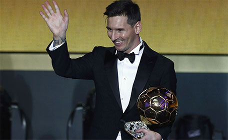 FC Barcelona's Lionel Messi of Argentina holds the World Player of the Year award during the FIFA Ballon d'Or 2015 ceremony in Zurich, Switzerland, January 11, 2016.  (Reuters)