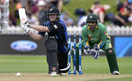 New Zealand's Henry Nichols (left) plays a shot watched by Sarfraz Ahmed of Pakistan during the first one-day international between New Zealand and Pakistan at the Basin Reserve in Wellington on January 25, 2016. (AFP)