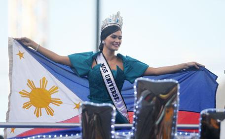 Miss Universe Pia Wurtzbach brings Manila to a standstill - Emirates24|7