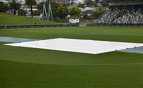 The covers remain on the field as rain falls on McLean Park delaying the start of the second one-day international cricket match between New Zealand and Pakistan in Napier on January 28, 2016. (AFP)