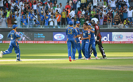Mohammad Amir of Karachi Kings being congratulated for his hat-trick in the PSL against Lahore Qalandars in Dubai on February 5 2016. (PSL)