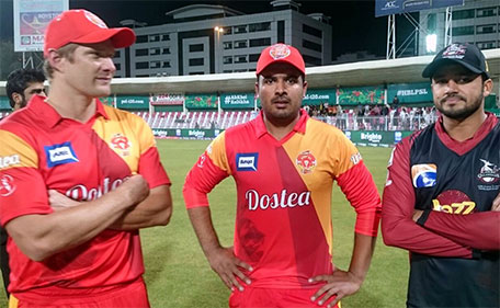 Shane Watson (left) and Sharjeel Khan (centre) of Islamabad United after their record-breaking performance in the PSL Match 9 at Sharjah Cricket Stadium against Lahore Qalandars on February 10 2016. (@PSL)