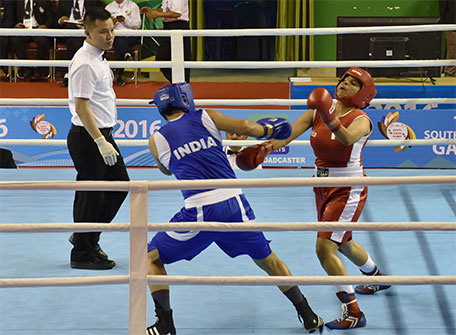 Pakistani boxer Javed Sofiya (right) competes against India's Pooja Rani during a boxing match at the 12th South Asian Games 2016 in Shillong on February 14, 2016. (AFP)