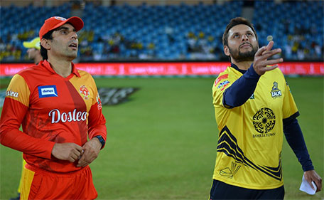 Misbah ul Haq of Islamabad United and Shahid Afridi of Peshawar Zalmi at the toss durng the third Qualifying Final of PSL at Dubai International Stadium on Feb 21 2016. (@PSL)