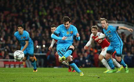 Lionel Messi of Barcelona scores a penalty during the UEFA Champions League round of 16 first leg match between Arsenal and Barcelona on February 23, 2016 in London, United Kingdom. (Getty Images)