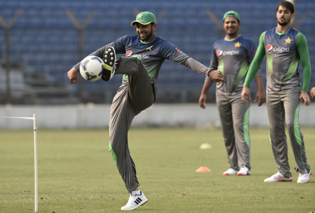Pakistan cricketer Shoaib Malik (L) plays football with teammates during a training session at the Khan Shaheb Osman Ali Stadium in Fatullah on February 26, 2016. (AFP)
