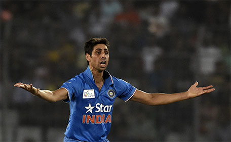 Indian cricketer Ashish Nehra unsuccessfully appeals for a Leg Before Wicket (LBW) decision against Pakistan cricketer Khurram Manzoor during the match between India and Pakistan at the Asia Cup T20 cricket tournament at the Sher-e-Bangla National Cricket Stadium in Dhaka on February 27, 2016. (AFP)