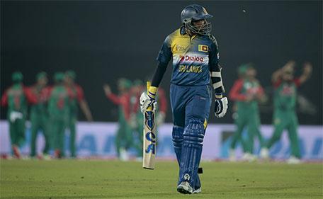 Sri Lanka's Tillakaratne Dilshan walks back to the pavilion after his dismissal by Bangladesh's Shakib Al Hasan during their Asia Cup Twenty20 international cricket match in Dhaka, Bangladesh, Sunday, Feb. 28, 2016. (AP)