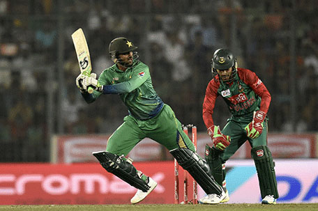 Pakistan cricketer Shoaib Malik (left) plays a shot as Bangladesh wicketkeeper Mushfiqur Rahim looks on during the Asia Cup T20 cricket tournament match between Bangladesh and Pakistan at The Sher-e-Bangla National Cricket Stadium in Dhaka on March 2, 2016. (AFP)