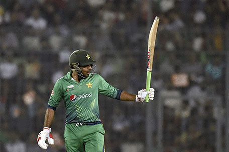 Pakistan cricketer Sarfraz Ahmed acknowledge the crowd after scoring a half century during the Asia Cup T20 cricket tournament match between Bangladesh and Pakistan at The Sher-e-Bangla National Cricket Stadium in Dhaka on March 2, 2016. (AFP)