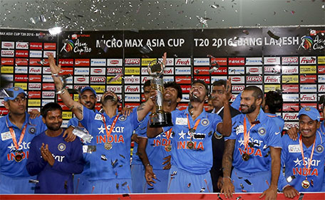 Indian players and support staff celebrate with the trophy after winning the Asia Cup Twenty20 international cricket final match against Bangladesh in Dhaka, Bangladesh, Sunday, March 6, 2016. (AP)