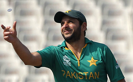 Pakistan's cricket team captain Shahid Afridi tosses a coin at the start of the match against Bangladesh during the ICC World Twenty20 2016 cricket tournament in Kolkata, India, Wednesday, March 16, 2016. (AP)