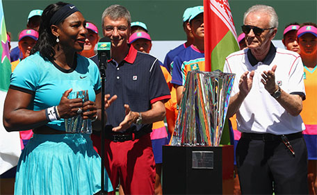 Serena Williams of USA talks to the crowd alongside Indian Wells CEO Raymond Moore after her loss to Victoria Azarenka of Belarus after the final during day fourteen of the BNP Paribas Open at Indian Wells Tennis Garden on March 20, 2016 in Indian Wells, California. (AFP)