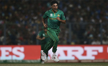 Pakistan's Mohammad Sami celebrates after winning a wicket against India during the ICC World Twenty20 2016 cricket match between India and Pakistan at Eden Gardens in Kolkata, India, Saturday, March 19, 2016. (AP)