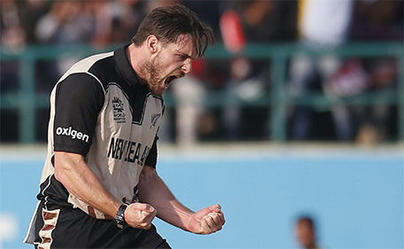 New Zealand's Mitchell McClenaghan celebrates taking the wicket of Australia's Shane Watson during World Twenty20 cricket tournament Cricket in Dharamsala, India, 18/03/2016. (Reuters)