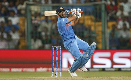 India's captain Mahendra Singh Dhoni plays a shot during World Twenty20 cricket tournament India v Bangladesh at Bengaluru, India, 23/03/2016. (Reuters)