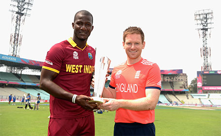 Darren Sammy of the West Indies and England captain Eoin Morgan pose with the ICC World T20 trophy ahead of tomorrrow's ICC World Twenty20 India 2016 Final between England and West Indies at Eden Gardens on April 2, 2016 in Kolkata, India. (Getty)