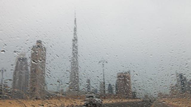 Rains in different parts of UAE bring down temperature [video]