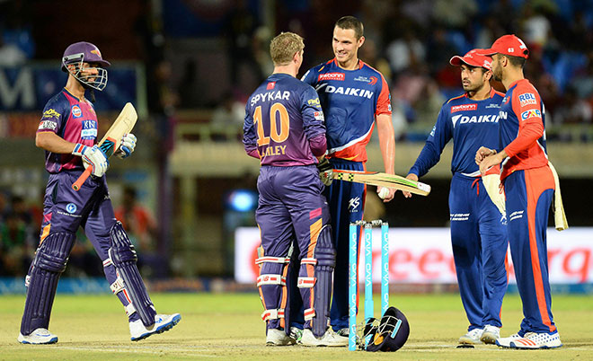 Rising Pune Supergiants batsman's George Bailey  (C) speaks with Delhi Daredevils' bowler Nathan Coulter-Nile after his ball hits his helmet during the 2016 Indian Premier League (IPL) Twenty20 cricket match between Rising Pune Supergiants  and Delhi Daredevils at Dr. Y.S. Rajasekhara Reddy ACA-VDCA Cricket Stadium in Visakhapatnam on May 17, 2016. (AFP)