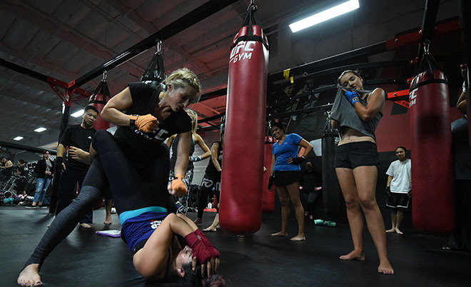 Students train in a Mixed Martial Arts class at the UFC Gym in La Mirada, California on April 30, 2016. (AFP)