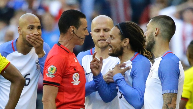 Jermaine Jones, second from right, protests to referee Wilmar Roldan, second from left, after Roldan gave Jones a red card in the second half of a Copa America Centenario soccer match against Ecuador. (AP)