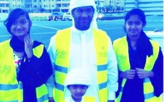 Photo: This Emirati family offers iftar meal to motorists before Maghrib prayer