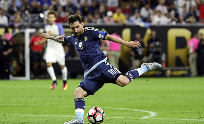 Argentina midfielder Lionel Messi (10) kicks the ball during the second half for an assist against the United States in the semifinals of the 2016 Copa America Centenario soccer tournament at NRG Stadium. (Kevin Jairaj-USA TODAY Sports)