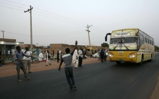 Photo: Risk and pride: Breaking Ramadan fast with passing traffic