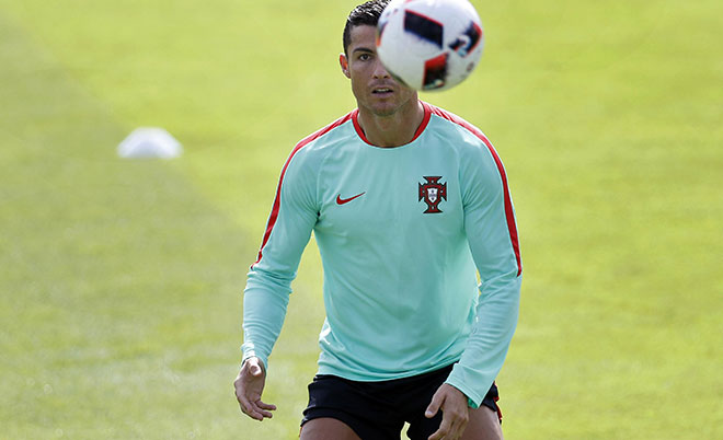 Cristiano Ronaldo attends a training session of the national soccer team of Portugal in Marcoussis, near Paris, France, Wednesday, June 29, 2016. (AP)