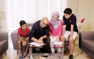 Photo: Video: Dubai residents invite men who built their home over for iftar