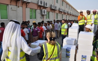 Photo: Ramadan in UAE: Emirates Steel distributes iftar meals