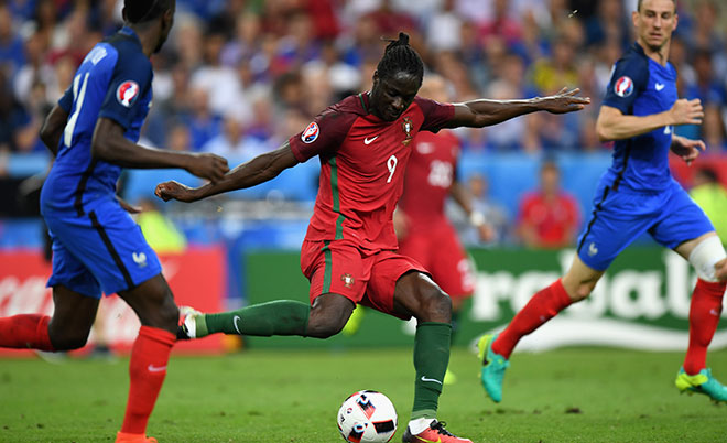Eder of Portugal scores the opening goal during the UEFA EURO 2016 Final match between Portugal and France at Stade de France on July 10, 2016 in Paris, France. (Getty Images)